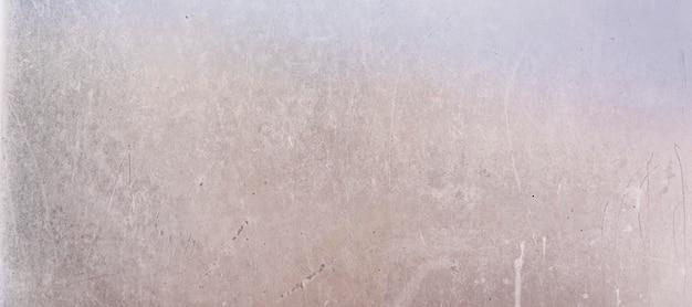 Sfondo di metallo bianco con graffi e segni del tempo.
