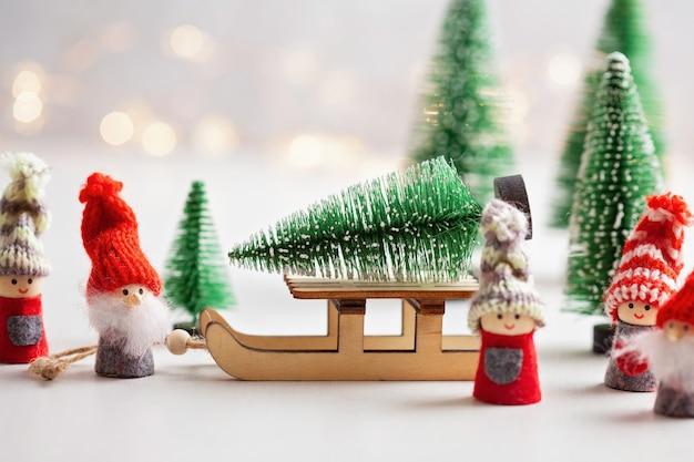 Sfondo di natale con giocattoli in miniatura