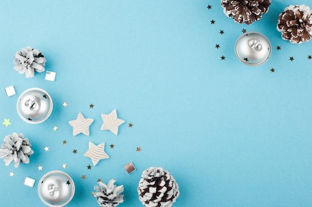 Sfondo di natale con stelle d'argento bianche