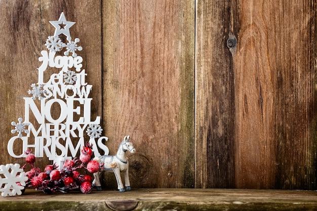 Sfondo di natale vintage con decorazioni natalizie.