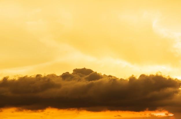 Sfondo di nubi temporalesche prima di un temporale
