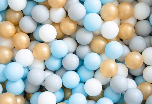 Sfondo di palline colorate per uno stagno secco per bambini. textures.