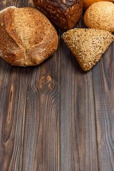 Sfondo di panetteria, assortimento di pane