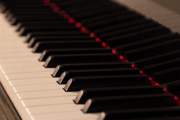 Sfondo di pianoforte con messa a fuoco selettiva