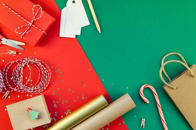 Sfondo di preparazione di regali di natale o capodanno