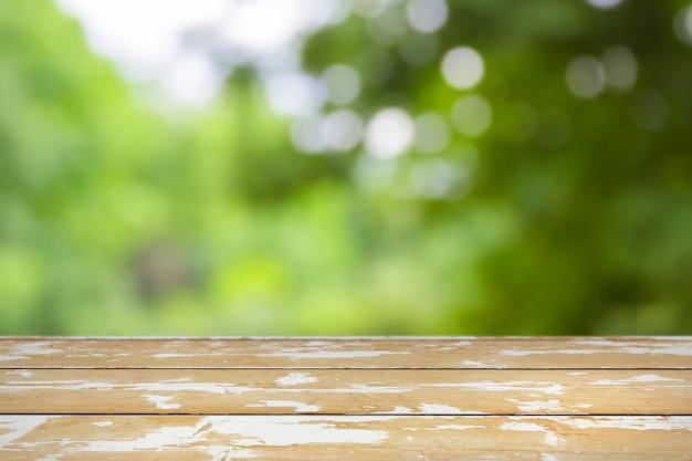 Sfondo di primavera con tavolo in legno