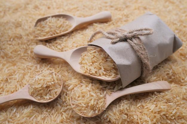 Sfondo di riso gaba, riso integrale germinato, proprietà medicinali, riso biologico