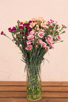 Sfondo di rose rosa e arancioni