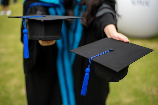 Sfondo di studente universitario laureato