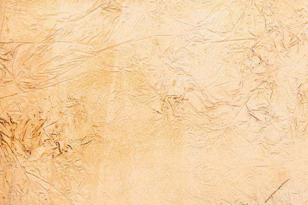 Sfondo di uno stucco giallo rivestito e dipinto esterno, grezzo di cemento e texture di muro di cemento