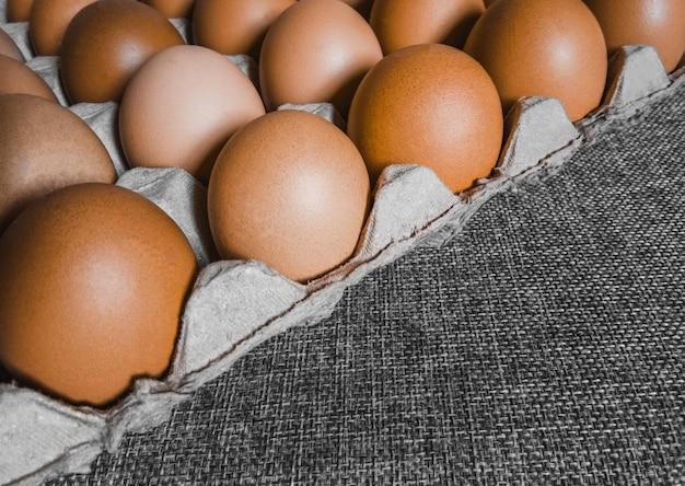 Sfondo di uova con spazio di copia. concetto di salute. alimenti ad alto contenuto proteico