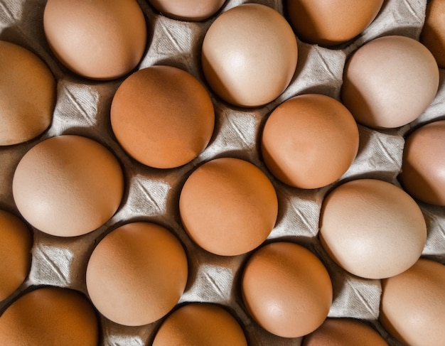 Sfondo di uova. concetto di salute. alimenti ad alto contenuto proteico. vista dall'alto