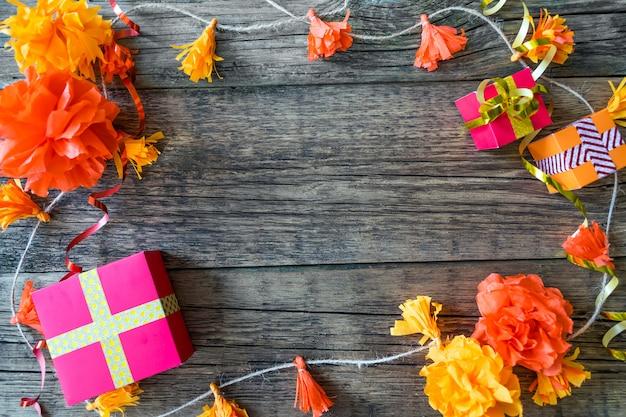 Sfondo festa di compleanno con decorazioni festive