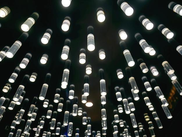 Sfondo full frame di lampade cilindriche trasparenti decorative