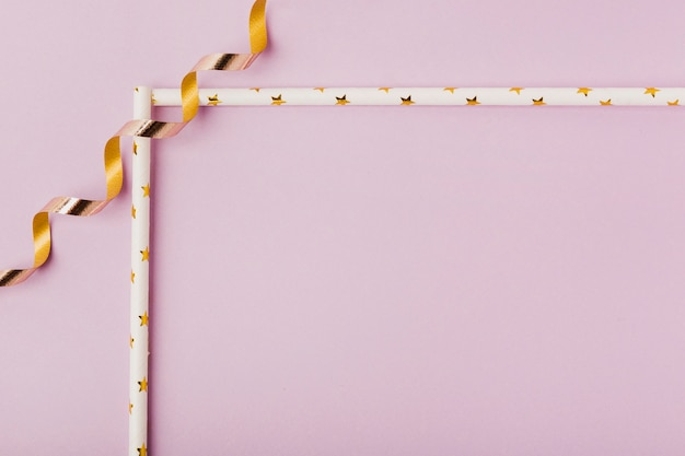 Sfondo rosa con cornice a nastro