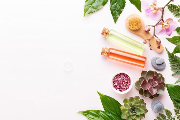 Sfondo spa con copyspace. cartolina d'auguri di spa wellnes. tema aromaterapia, cosmetici bio fatti a mano. lay piatto.