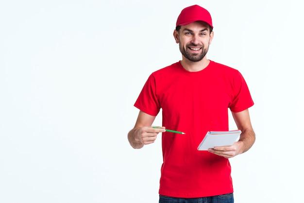 Sfondo spazio minimalista copia con uomo che firma i moduli