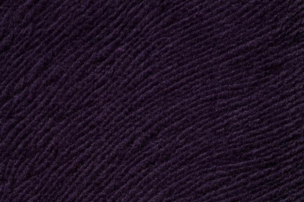 Sfondo viola scuro da materiale tessile morbido, tessuto con trama naturale,