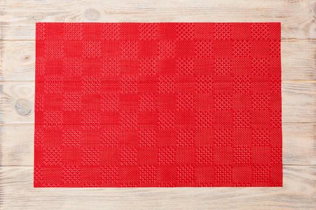 Sfondo vuoto cibo asiatico. tovaglia rossa, tovagliolo sulla vista superiore del fondo di legno con la disposizione piana dello spazio della copia