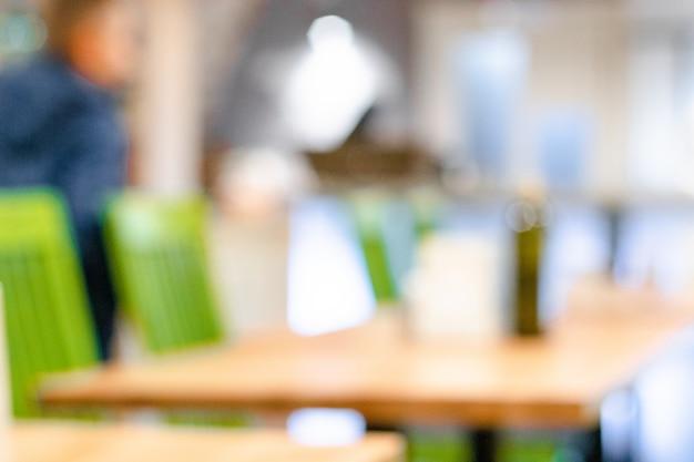 Sfuocatura astratta caffetteria interno caffetteria per sfondo cafe tavolo e sedie