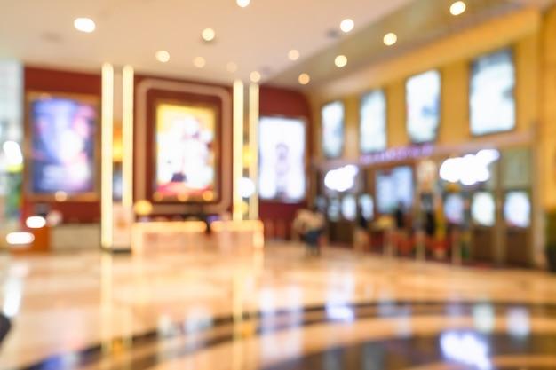 Sfuocatura astratta del corridoio complesso del cinema