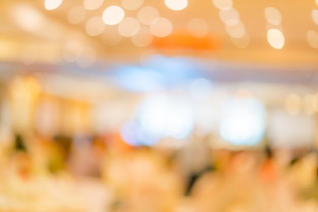 Sfuocatura astratta della festa di nozze nella grande sala