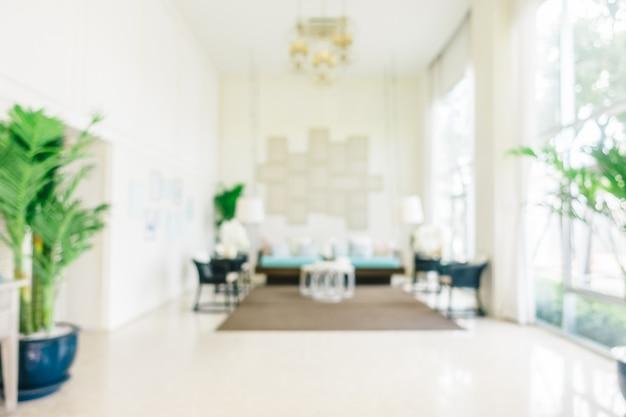 Sfuocatura astratta ed interno defocused del salone