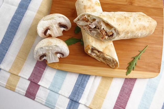 Shawarma in pita con erbe e funghi