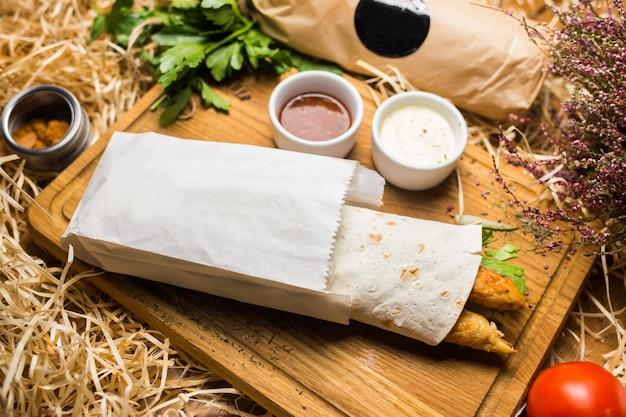 Shawerma sul piatto di legno