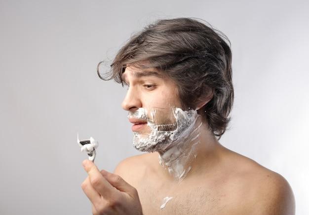 Shawing off beard