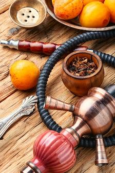 Shisha dell'arabia con tabacco di albicocche