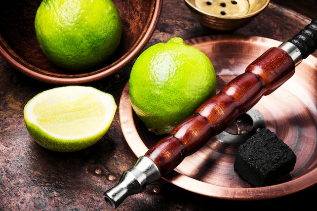 Shisha narghilè orientali con lime