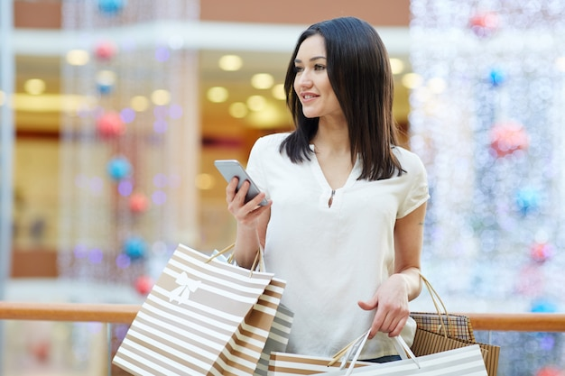 Shopper con smartphone