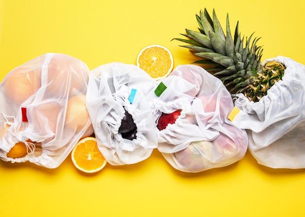 Shopper ecologiche con frutta