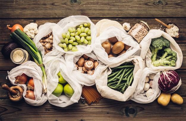 Shopping ecologico o concetto di cucina stile di vita libero di plastica