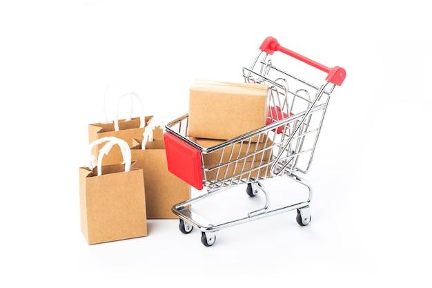 Shopping online a casa concept.online shopping è una forma di commercio elettronico che consente ai consumatori di acquistare direttamente