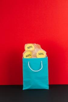 Shopping pacchetto con adesivi di vendita