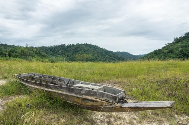 Siccità, acqua secca fino a quando la barca non è a terra.
