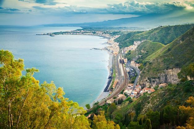 Sicilia in serata primaverile