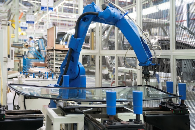 Sigillatura automatica del vetro del robot nella fabbrica di produzione intelligente 4.0