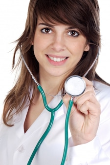 Signora attraente medico su uno sfondo bianco