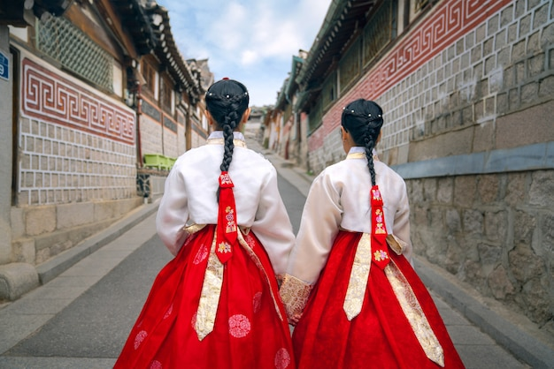 Signora coreana di hanbok