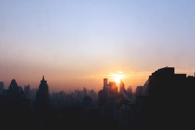 Silhouette della bellissima città
