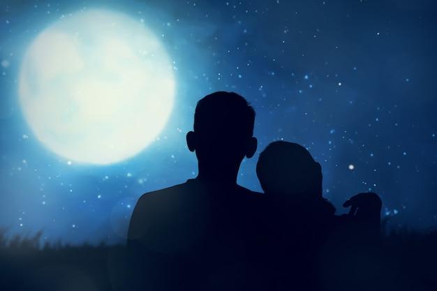 Siluetta delle coppie asiatiche che guardano la luna