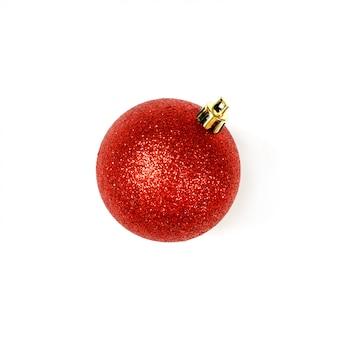 Simboli di festa della palla rossa degli accessori di natale su fondo bianco