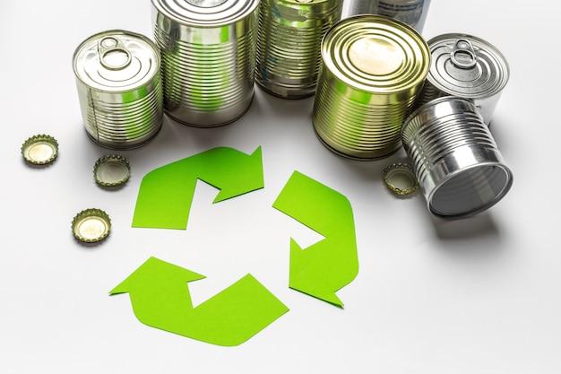 Simbolo del riciclaggio sul tavolo