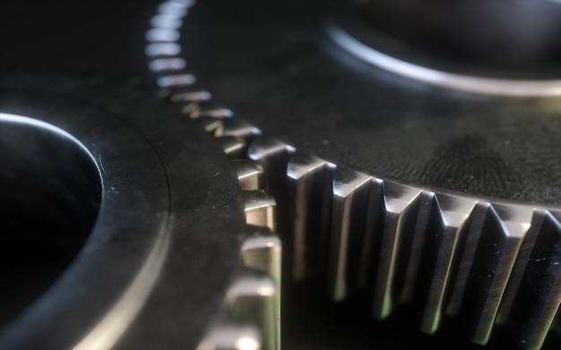 Simbolo metallico dell'ingranaggio su una priorità bassa bianca. meccanismo di ingranaggi 3d.