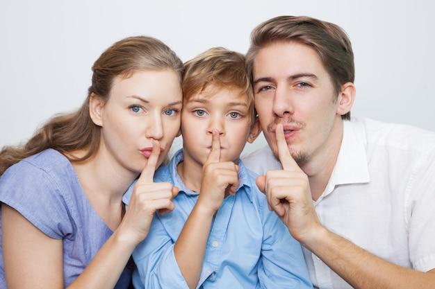 Simbolo segretezza labbro po 'di silenzio
