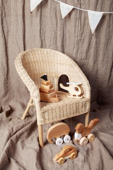 Simpatici giocattoli fatti a mano in legno per bambini