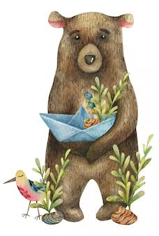 Simpatico orso bruno dell'acquerello tiene nelle sue zampe una barchetta di carta con un ramo di bacche blu, fiori rossi, bacche e foglie gialle e con un uccello carino